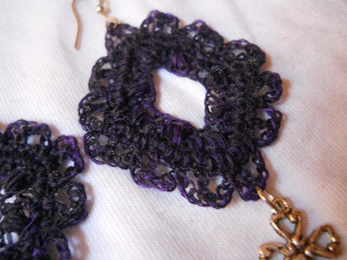 Crochet Diamond Earring #2 - I know the puffs are not that visible, but there are puffs there. =)