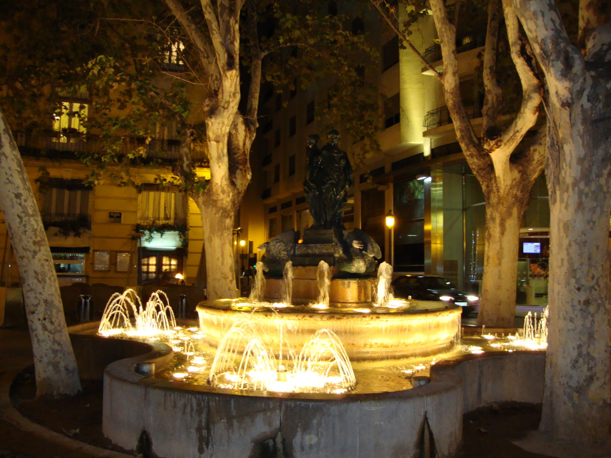 Fountain at Plaza de los Patos