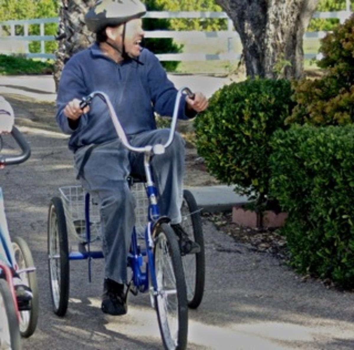 Enjoying Mobiling on a 3-wheel cycle
