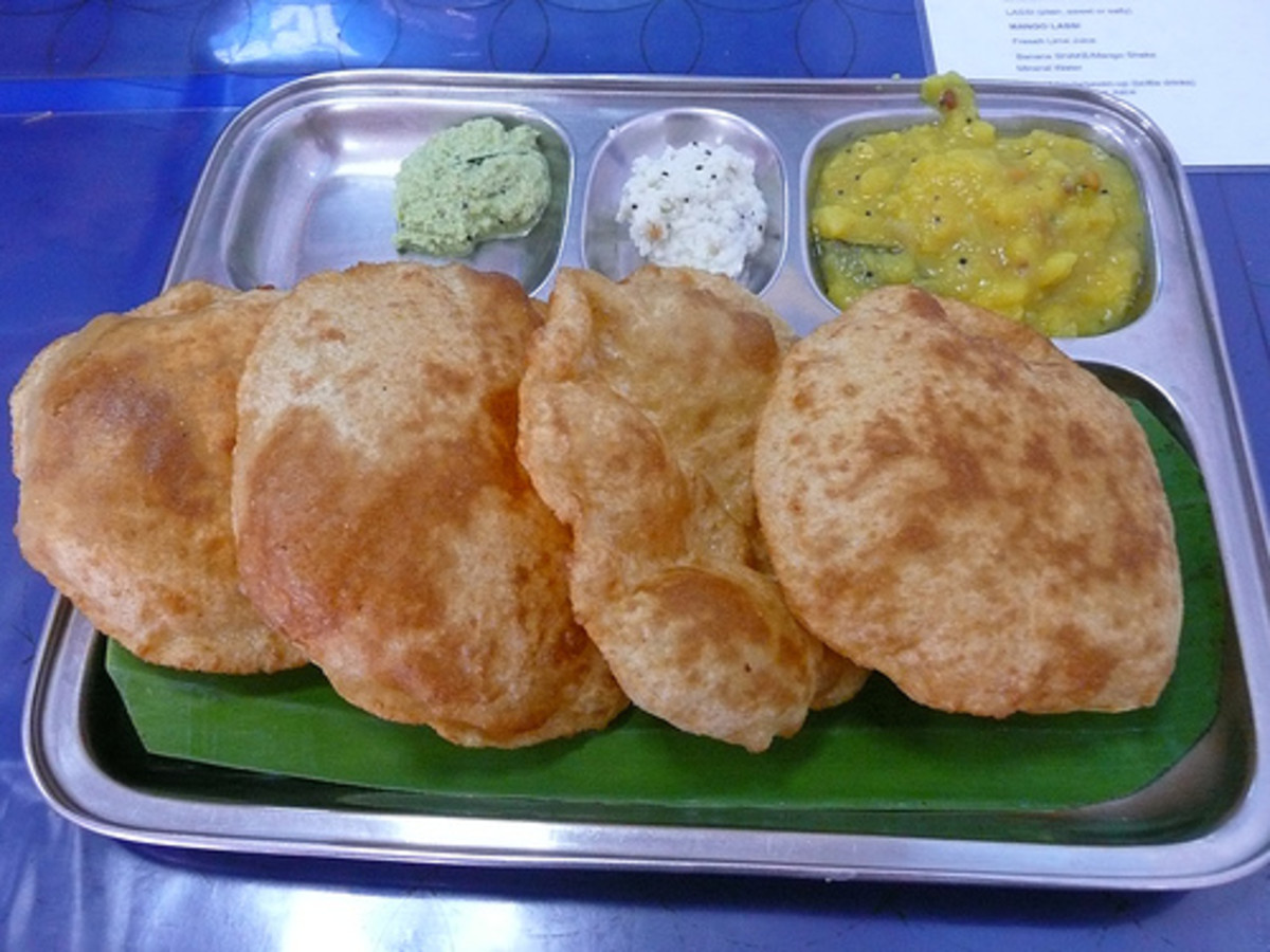 Poori can be eaten with a variety of side dishes.