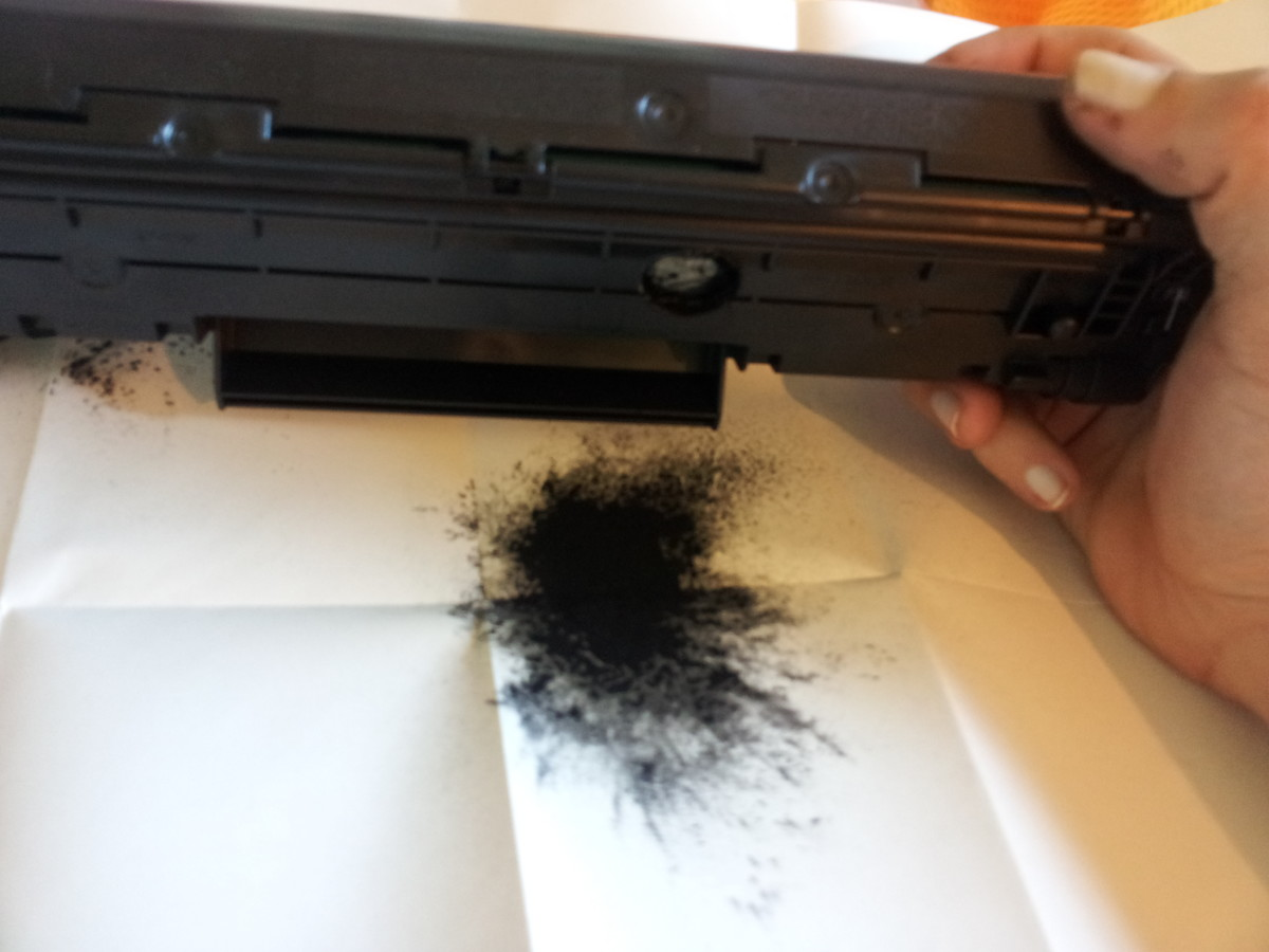 Emptying waste toner