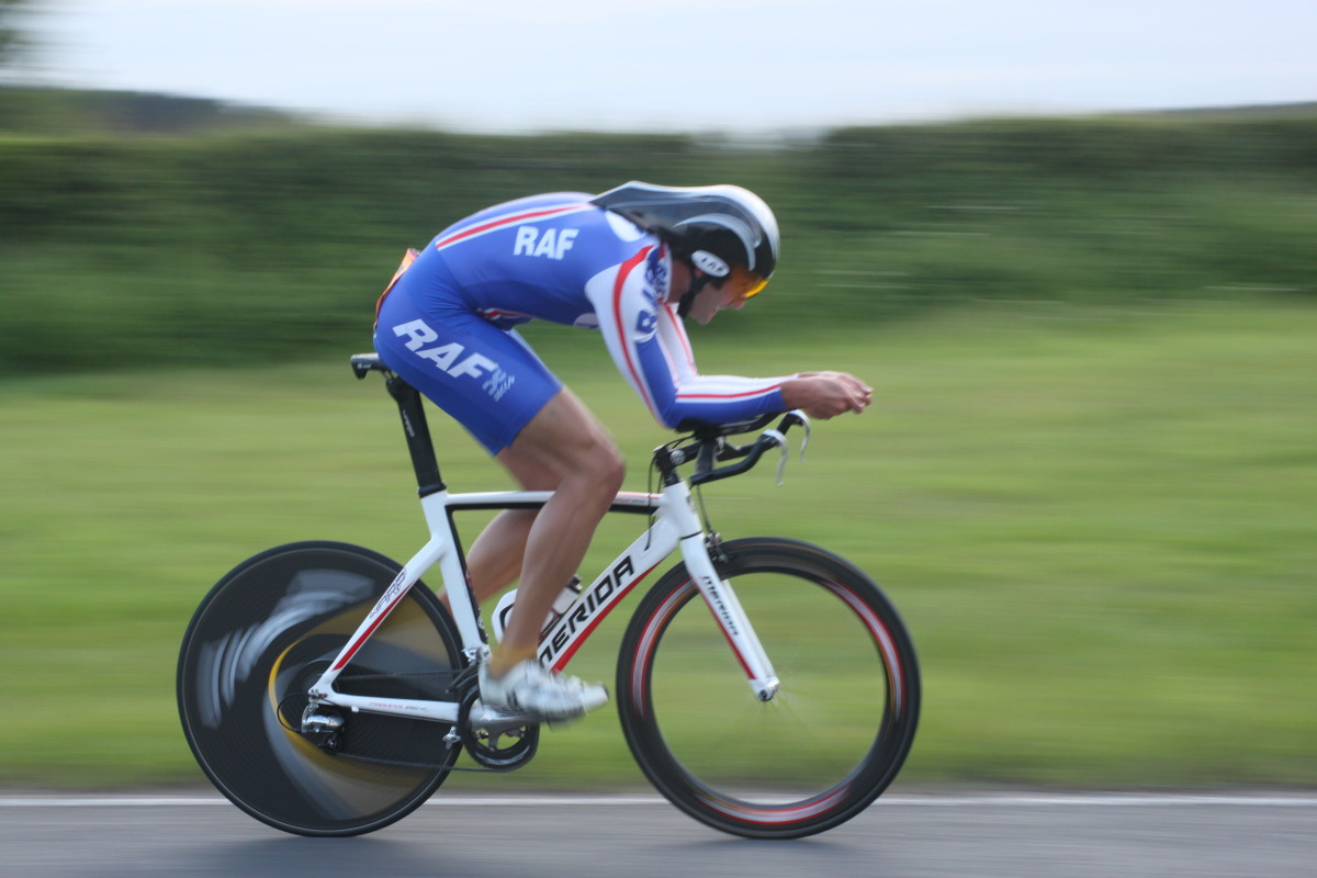 An aero bike helmet can help you towards a faster time trial or triathlon bike leg. This rider is wearing an LAS Crono aero helmet and riding a Merida Time Warp TT Bike
