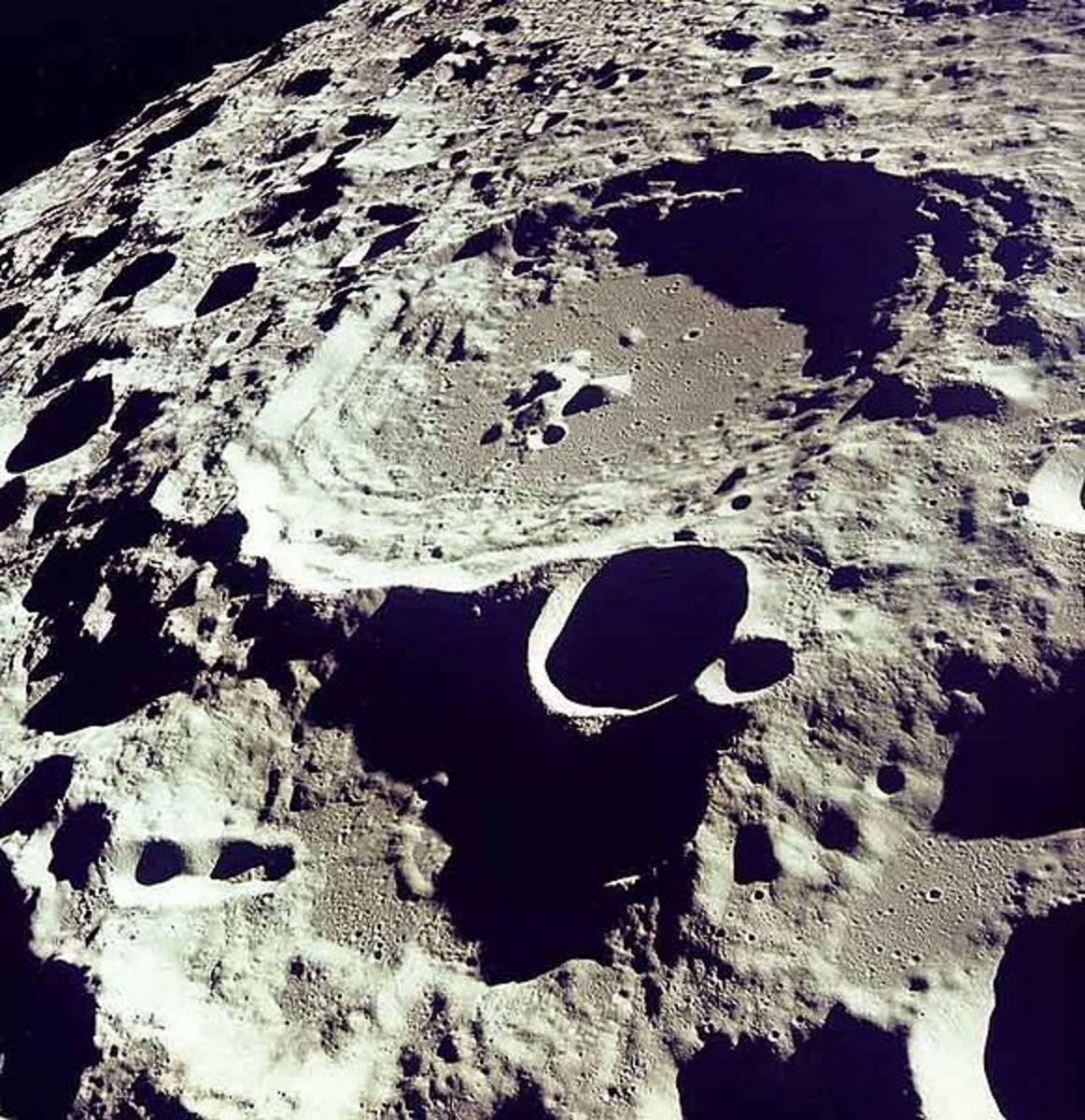 Dedal crater