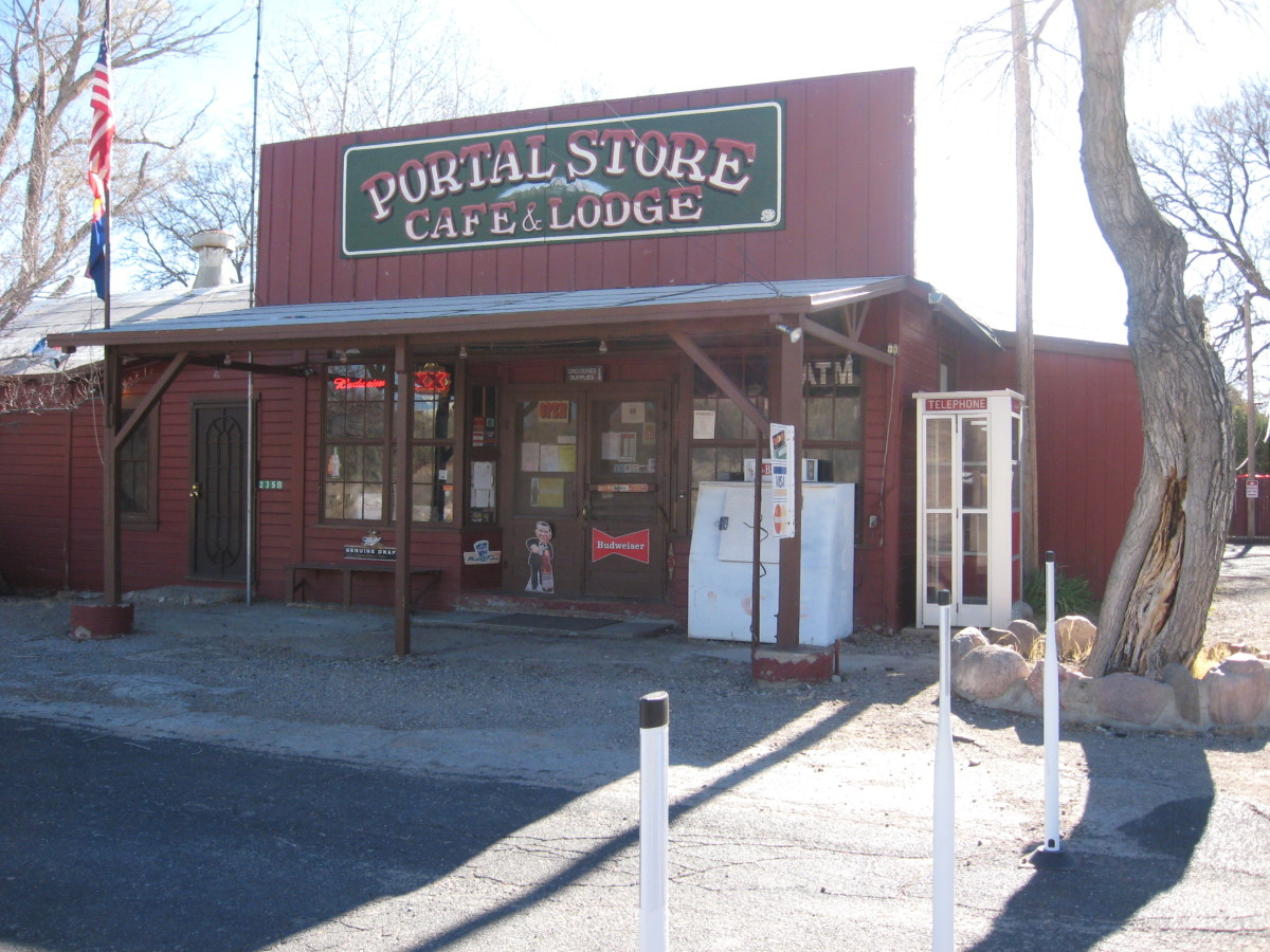 Portal Lodge, Cafe and Store