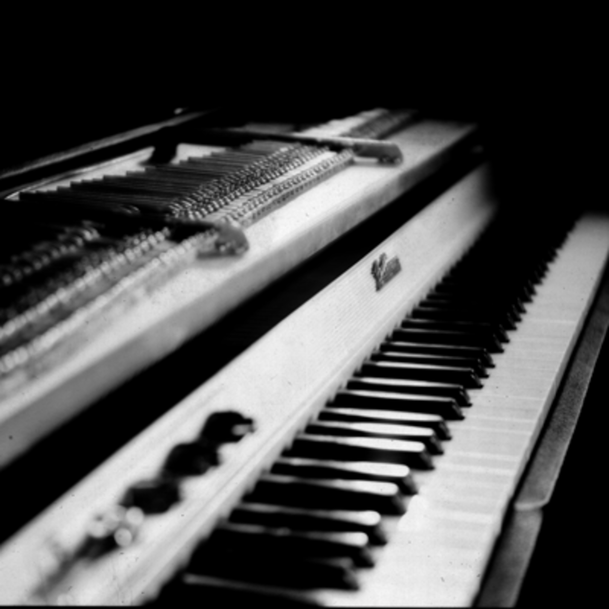 10-of-the-greatest-piano-players-in-rock