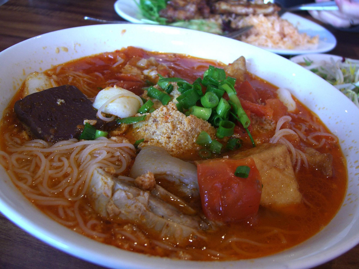 Bun Rieu Cua with pork blood, pork leg and tofu