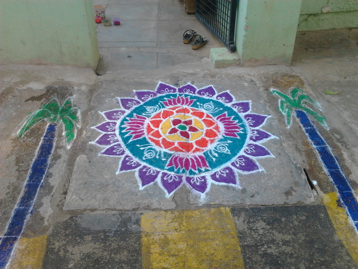 Another Pongal rangoli with colors filled in. And do not miss the sugarcane on the sides.