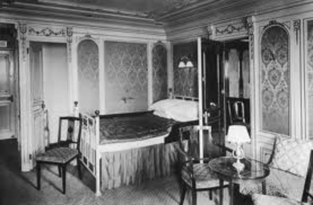Interior of a stateroom in the Titanic.