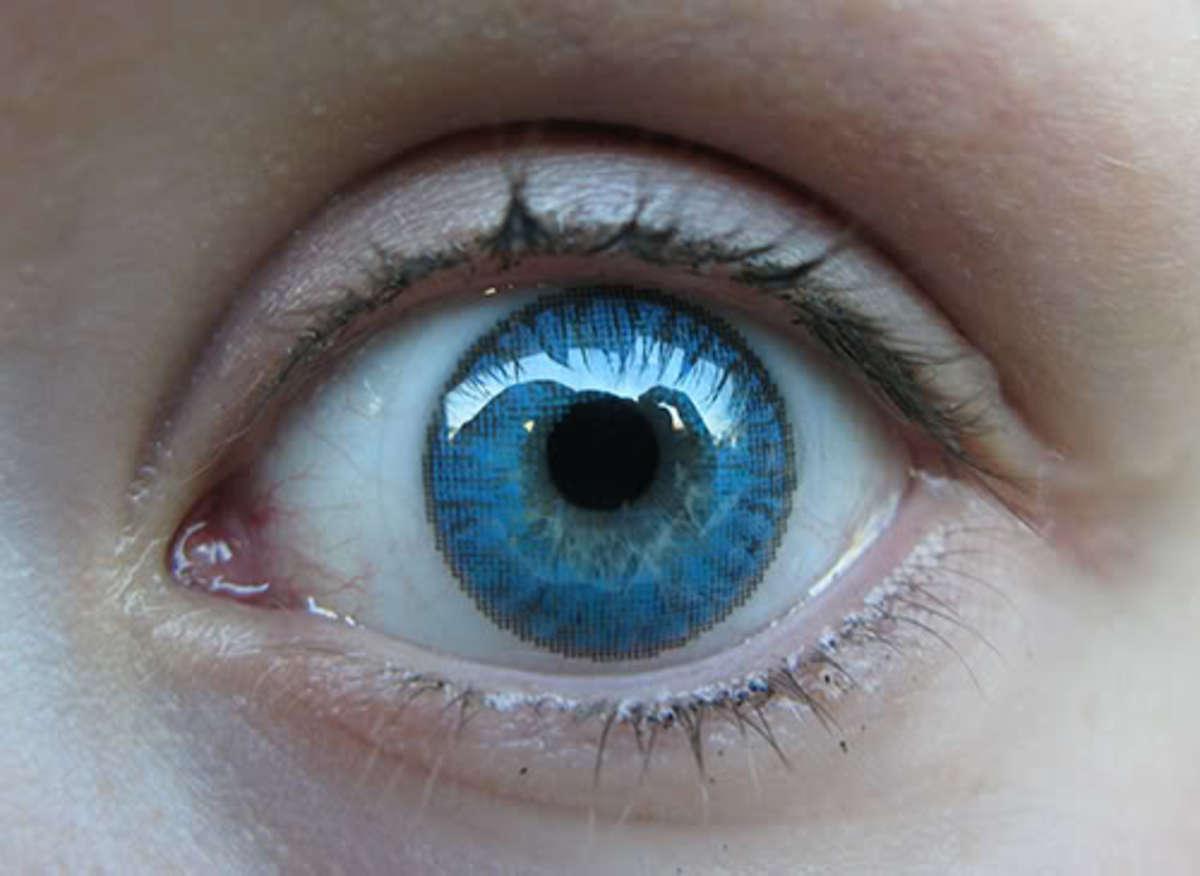 Vibrant Brilliant blue contact lens by freshlook