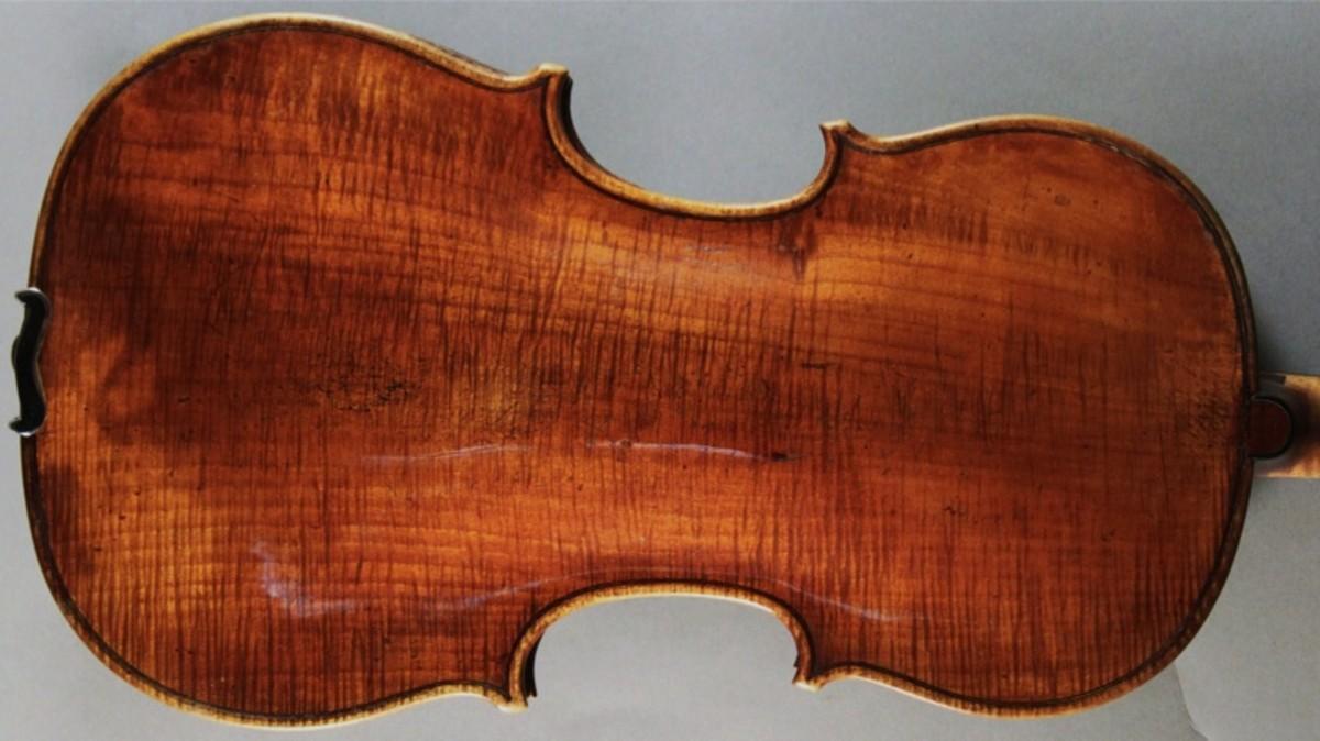 Testore violin with single piece back