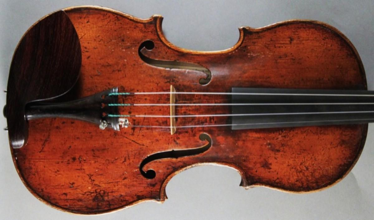 Violin labelled Carlo Antonio Testore, 1741