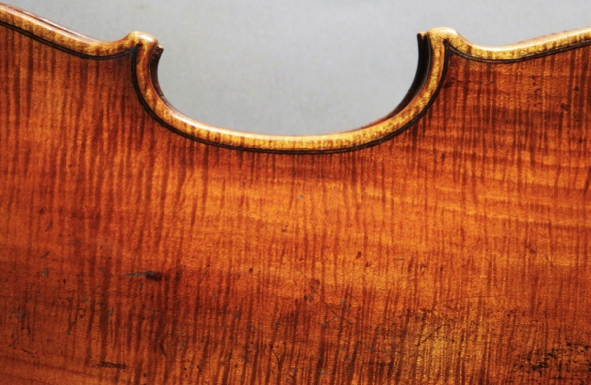 Neat purfling on the back of this Testore violin