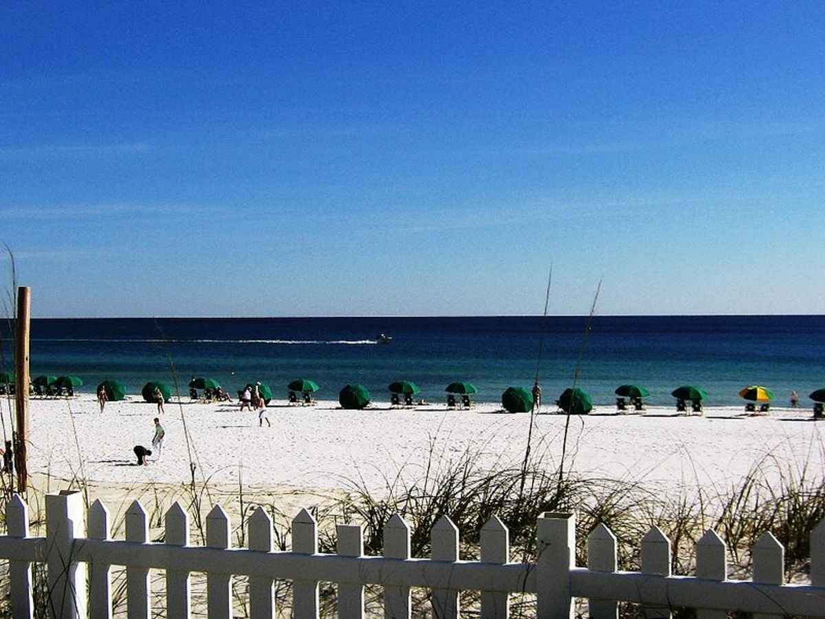 Destin Florida has beautiful white sand beaches that are some of the most beautiful in the world.
