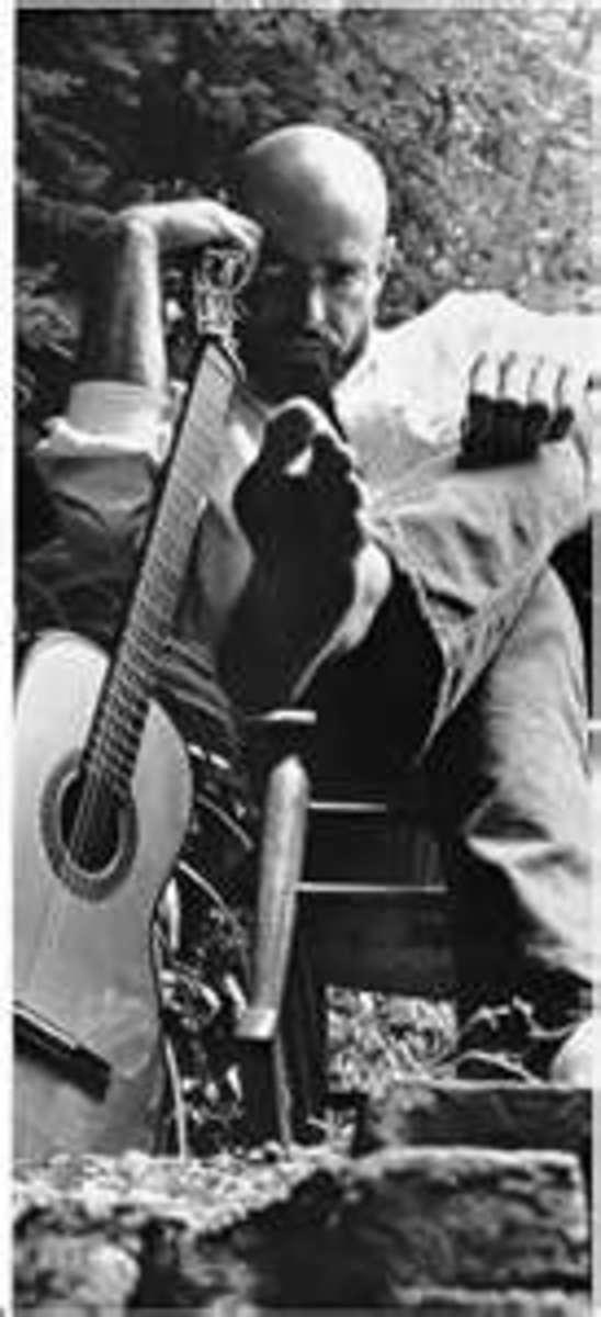Shel Silverstein with guitar.