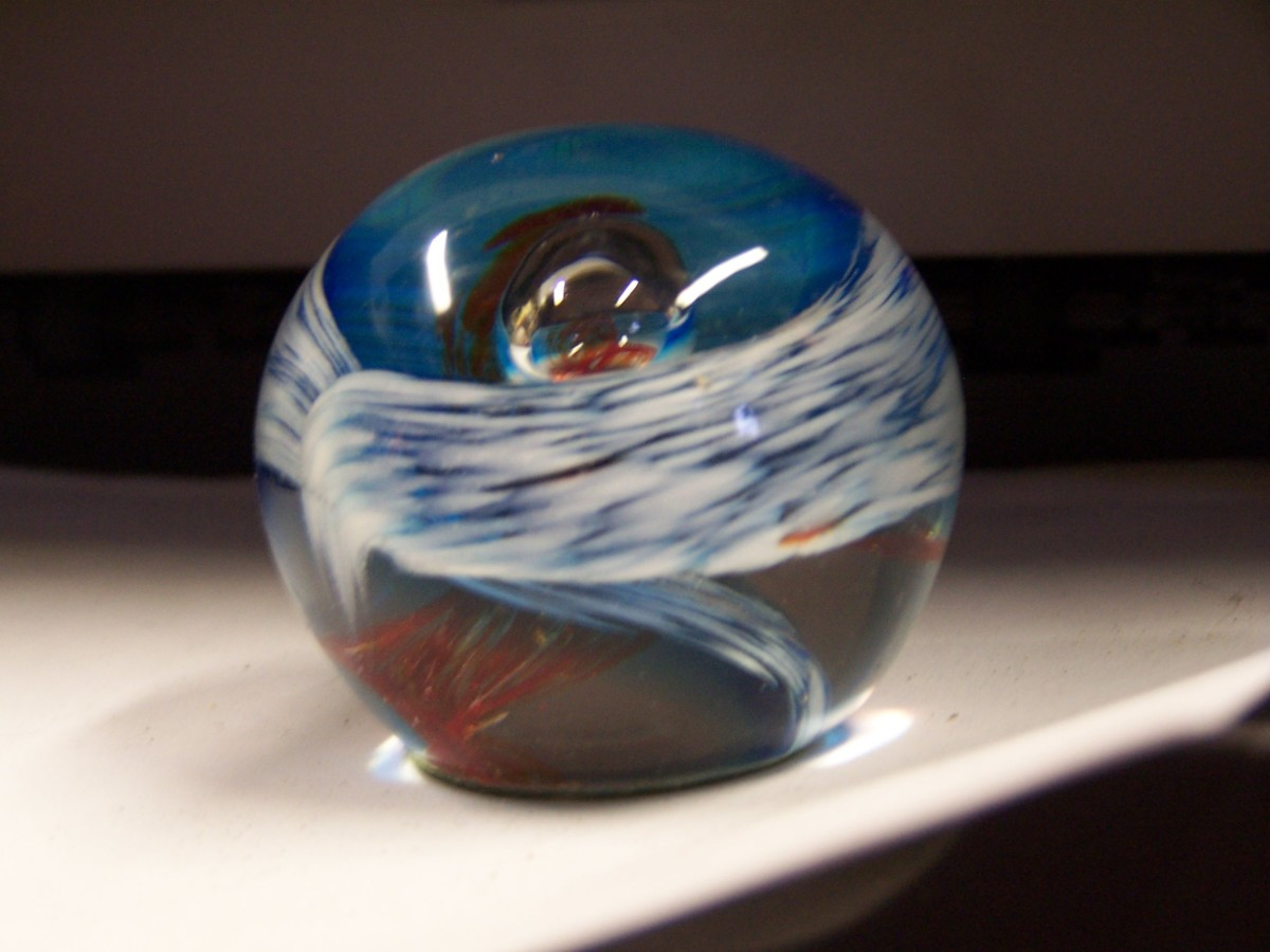 Like Balendjo, this ball fuses red and blue, fire and water, and glass, of course, is made with fire.