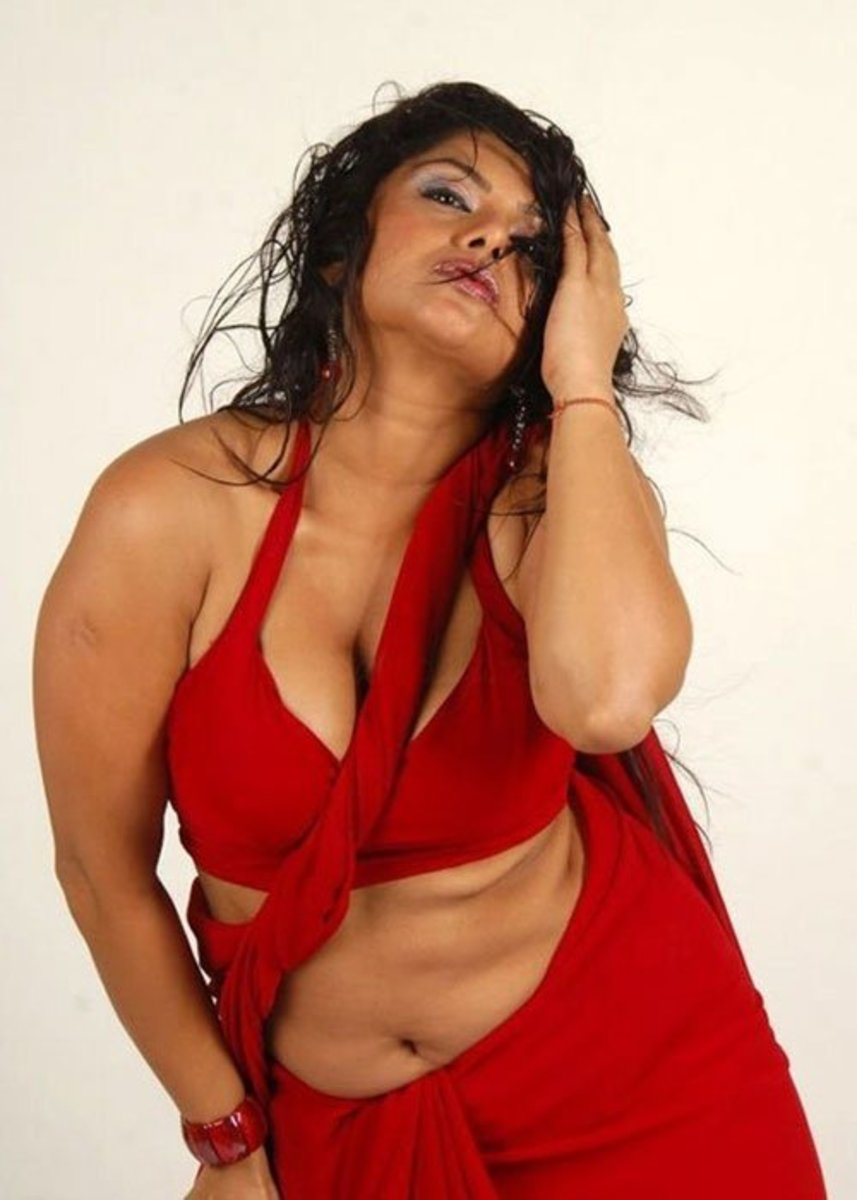 No doubt she looks hot in that red saree