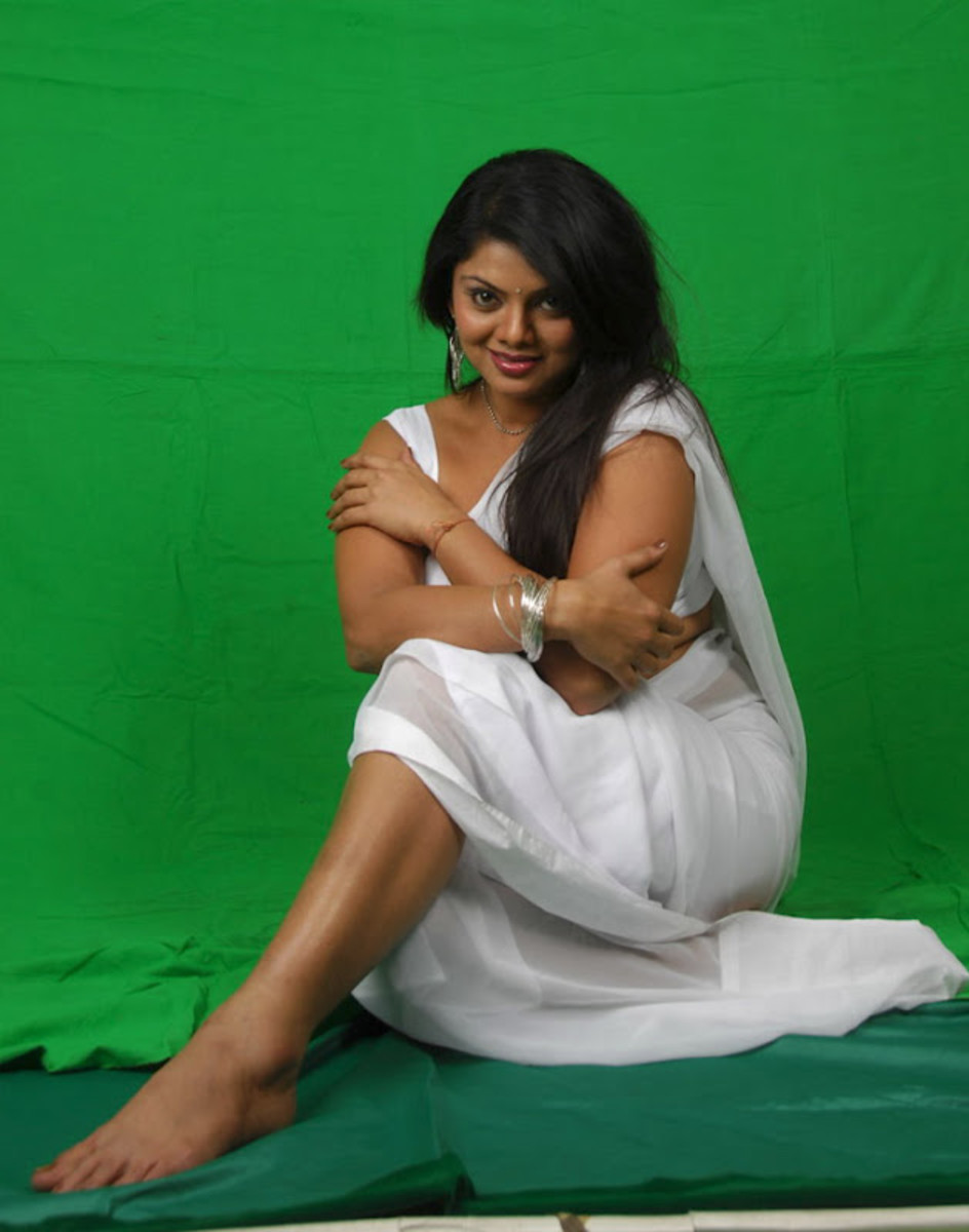 Swathi showing her beautiful legs