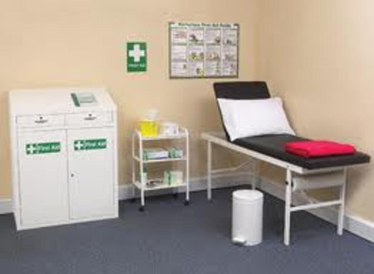 An ideal first aid room looks like this - most schools would never have enough space for a room like this one.