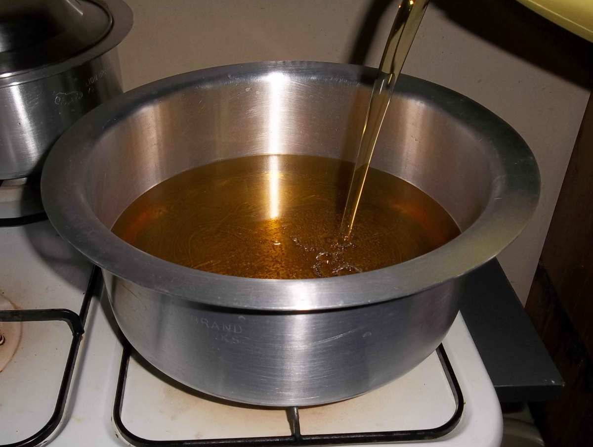 Pour the liquid cooking oil in a medium sized pot