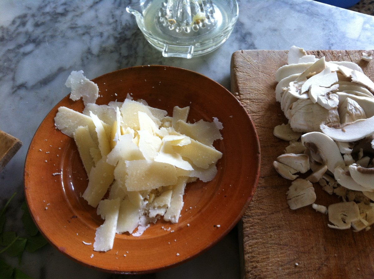 Sliced Parmesan, Champignon and lemon juice