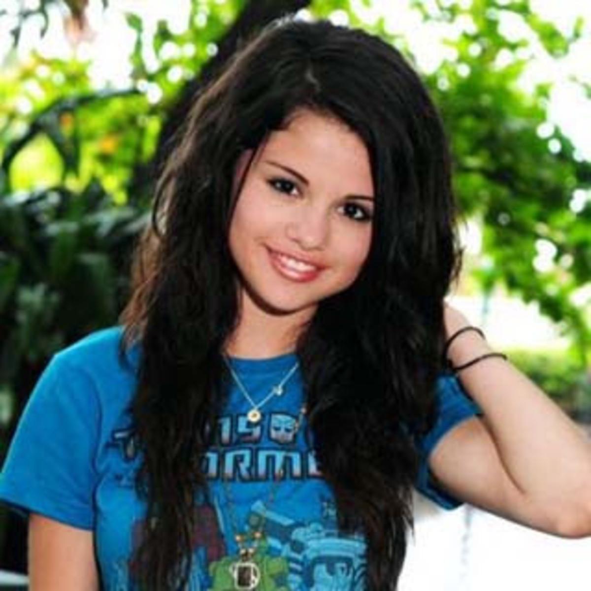 Selena Gomez Hairstyles: Long, Short, Wavy, Straight
