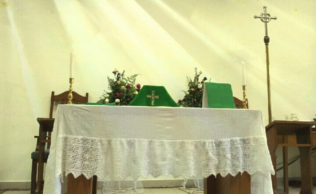 Mass, or Holy Communion, is central in the Anglican worship. Preparation is needed.