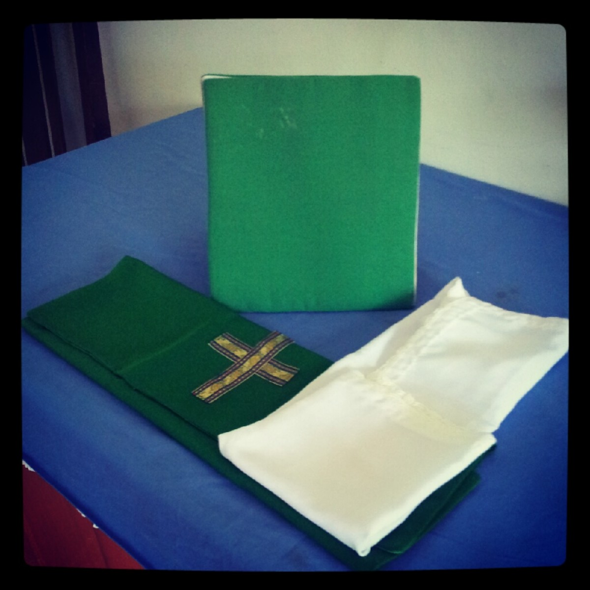 The Burse (placed standing), the Veil (green) and the Corporal (Square piece of cloth)