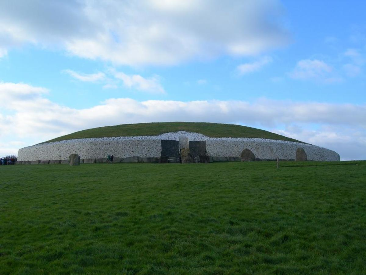Newgrange - The Mysterious 5000 year old Irish Temple / Tomb