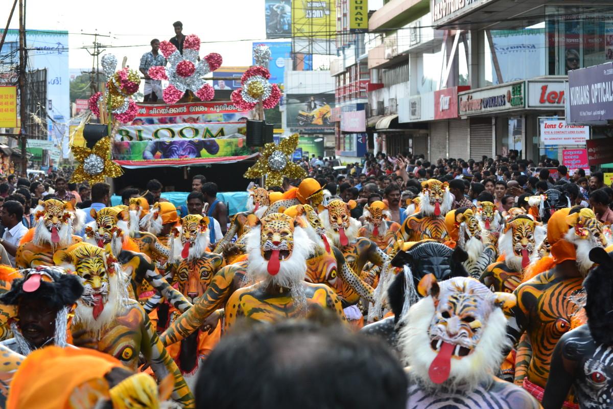 Pulli Kali dancers