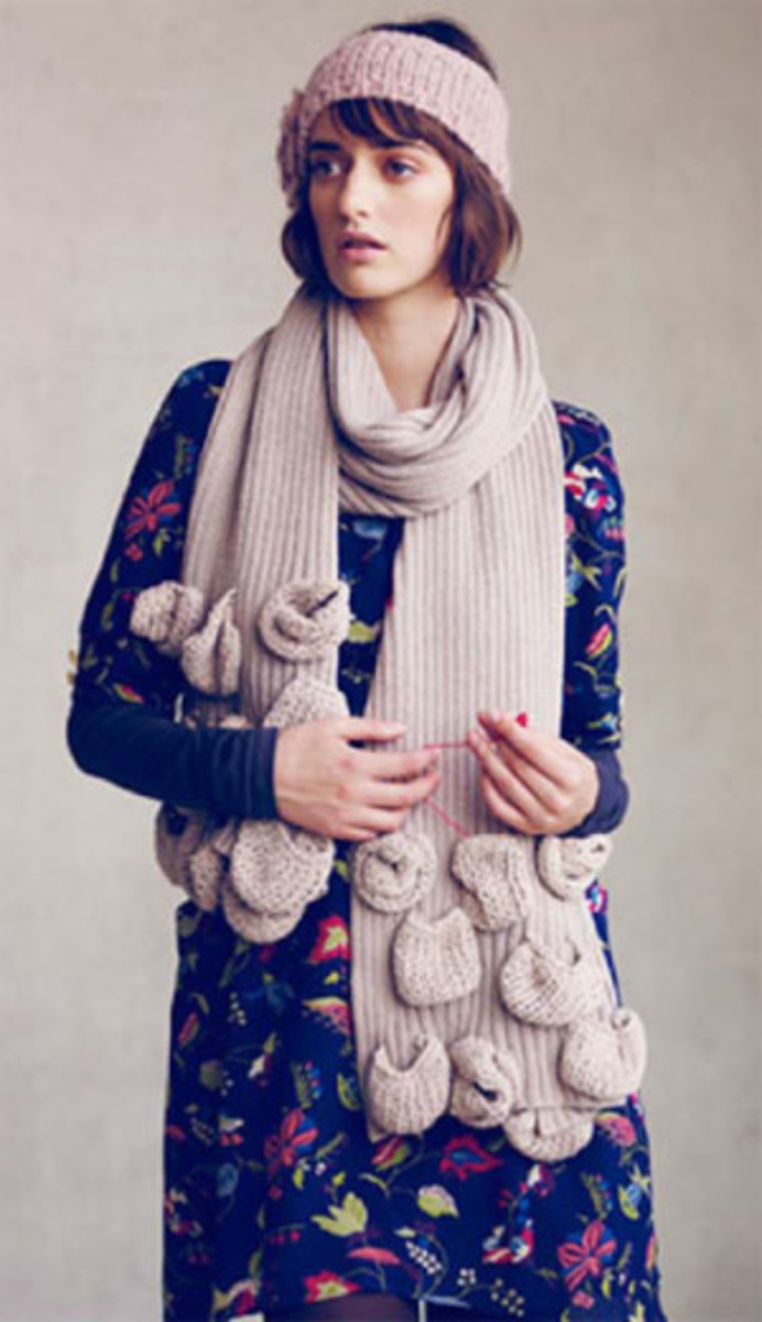 The many pockets make this scarf look whimsical.