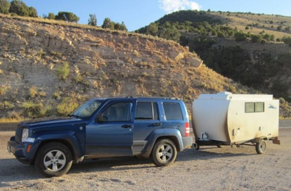 painting-a-camping-trailer-with-marine-paint