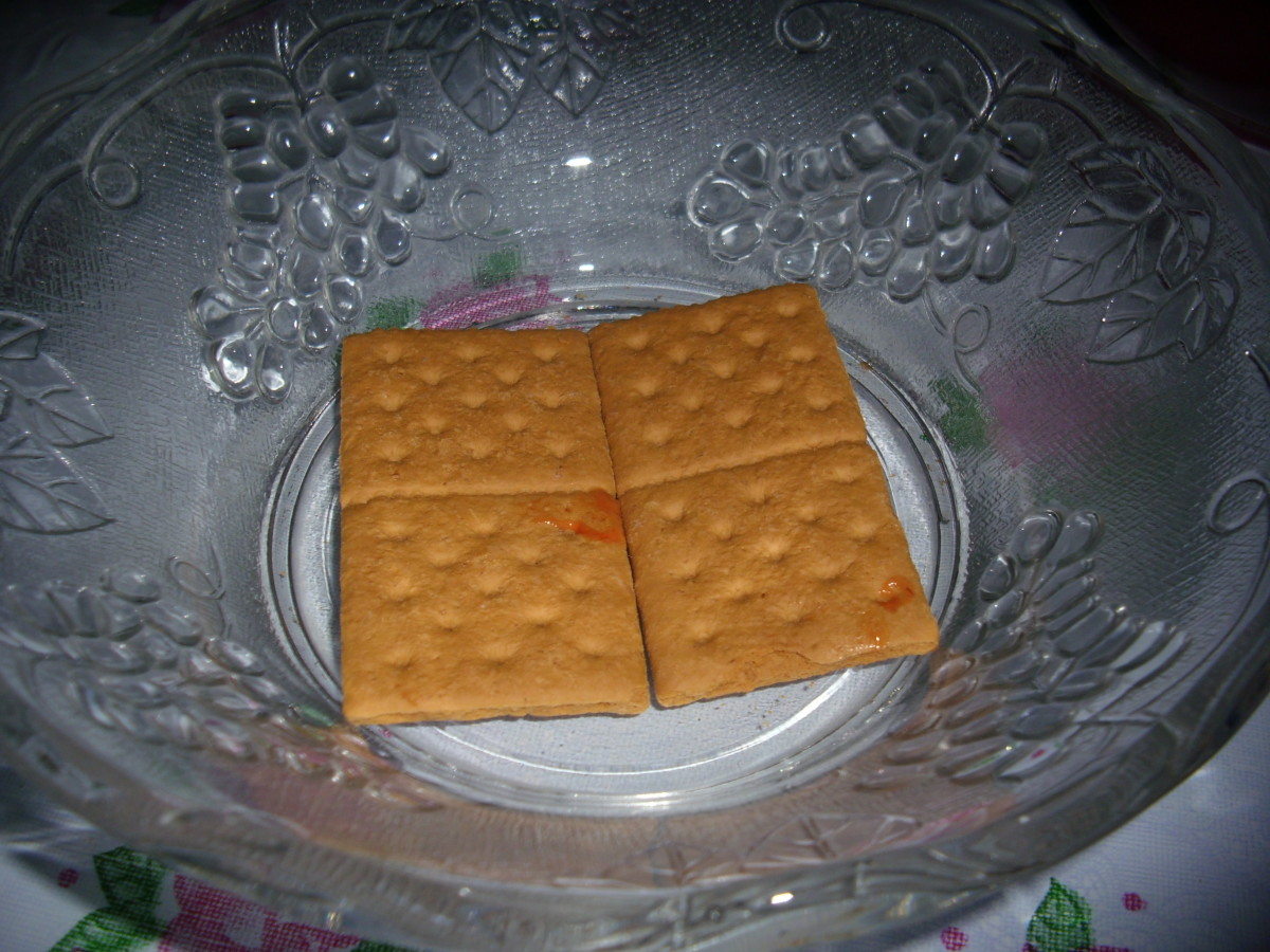 Put Graham Crackers on a glass bowl.