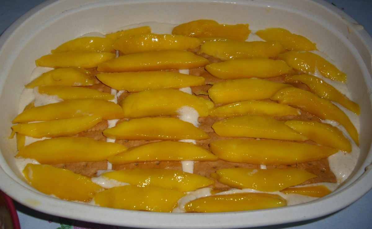 The second layer with mango slices.