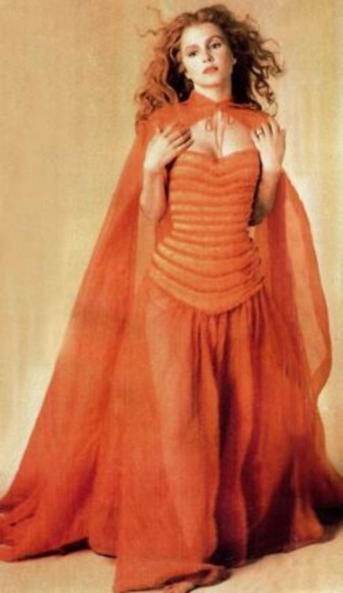 Sadie Frost as Lucy from Dracula