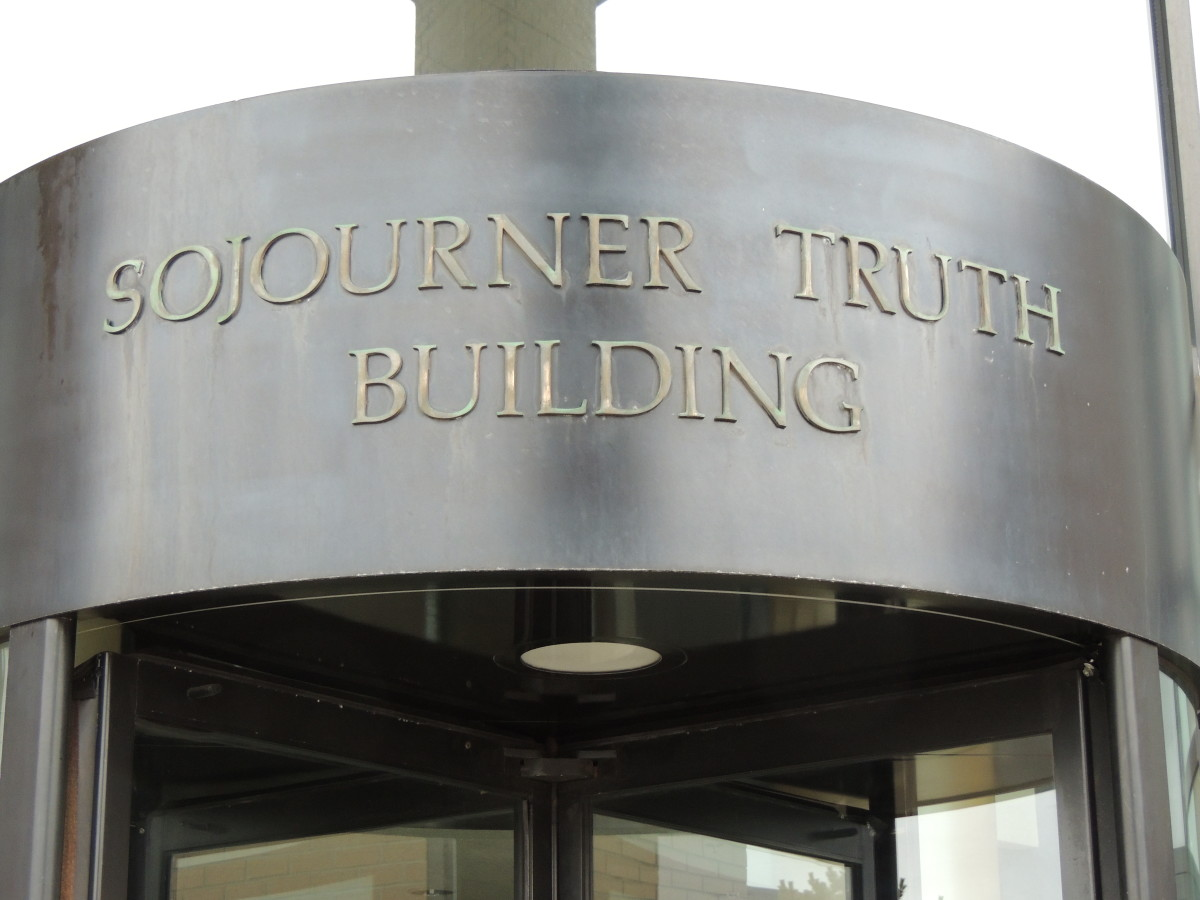 sojourner-truth-two-different-versions-of-her-speech-aint-i-a-woman