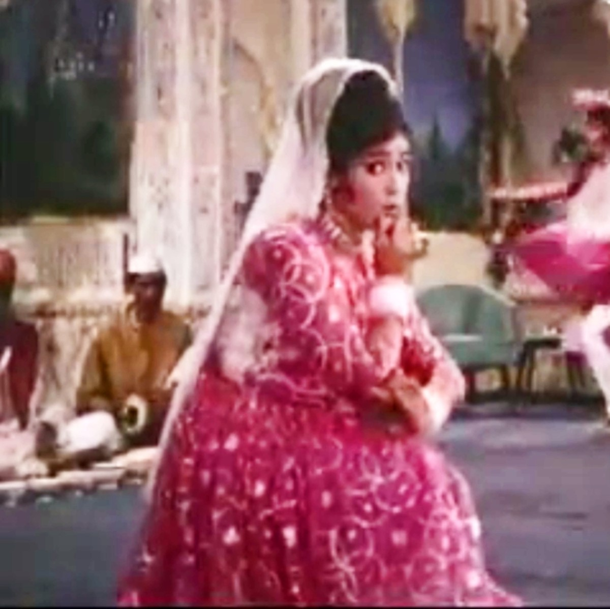 An exhilirating song dance number with a mesmerizing piece of Sitar on Raag Darbari Kanada