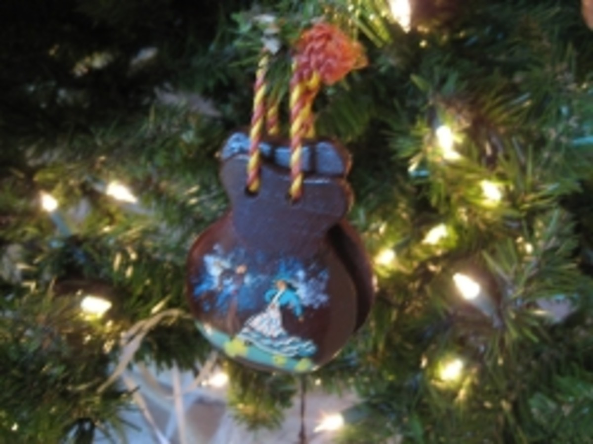 Castanets can be hung on the tree.