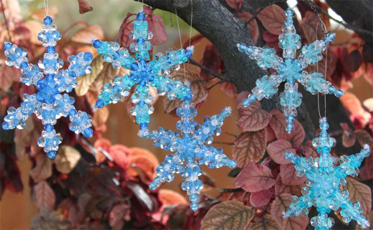 A Pretty Beaded Ornament Pattern for Snowflakes
