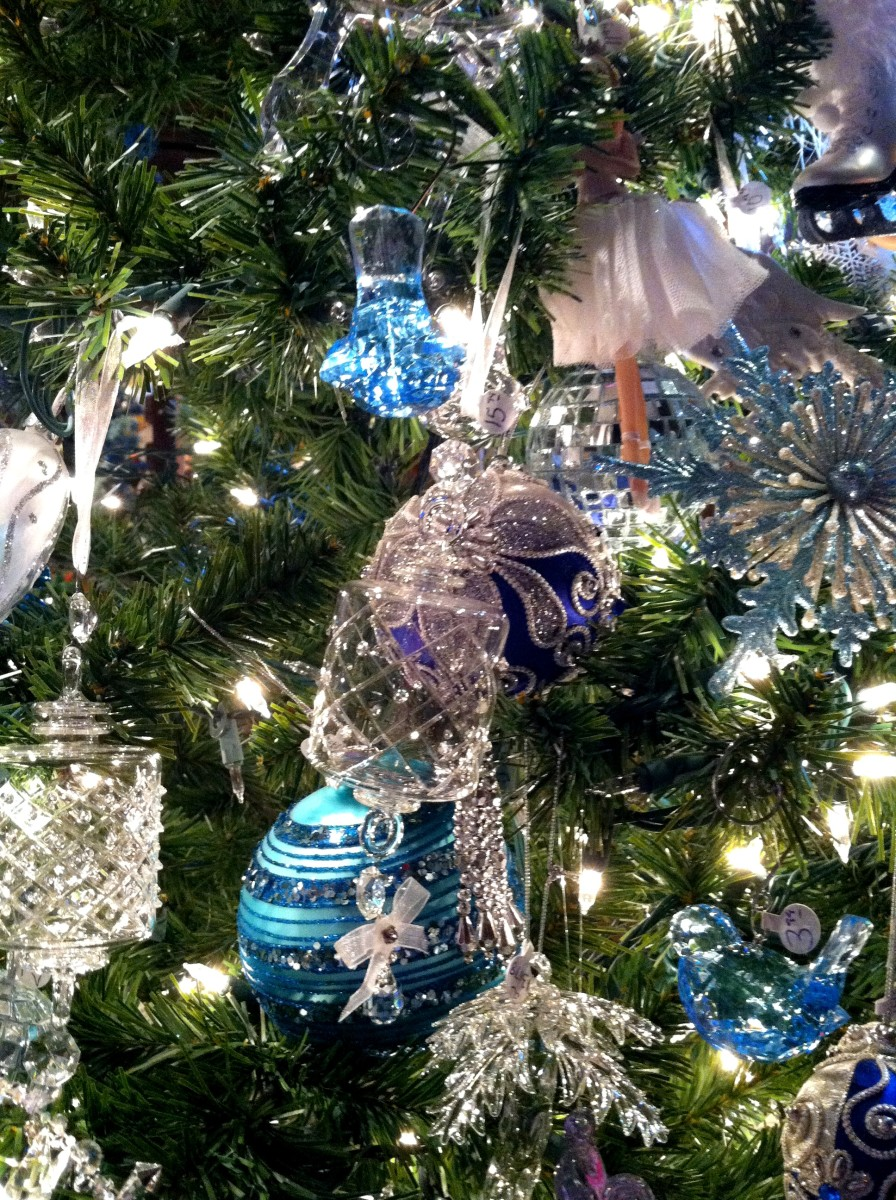 The blue and white themed tree is my favorite!