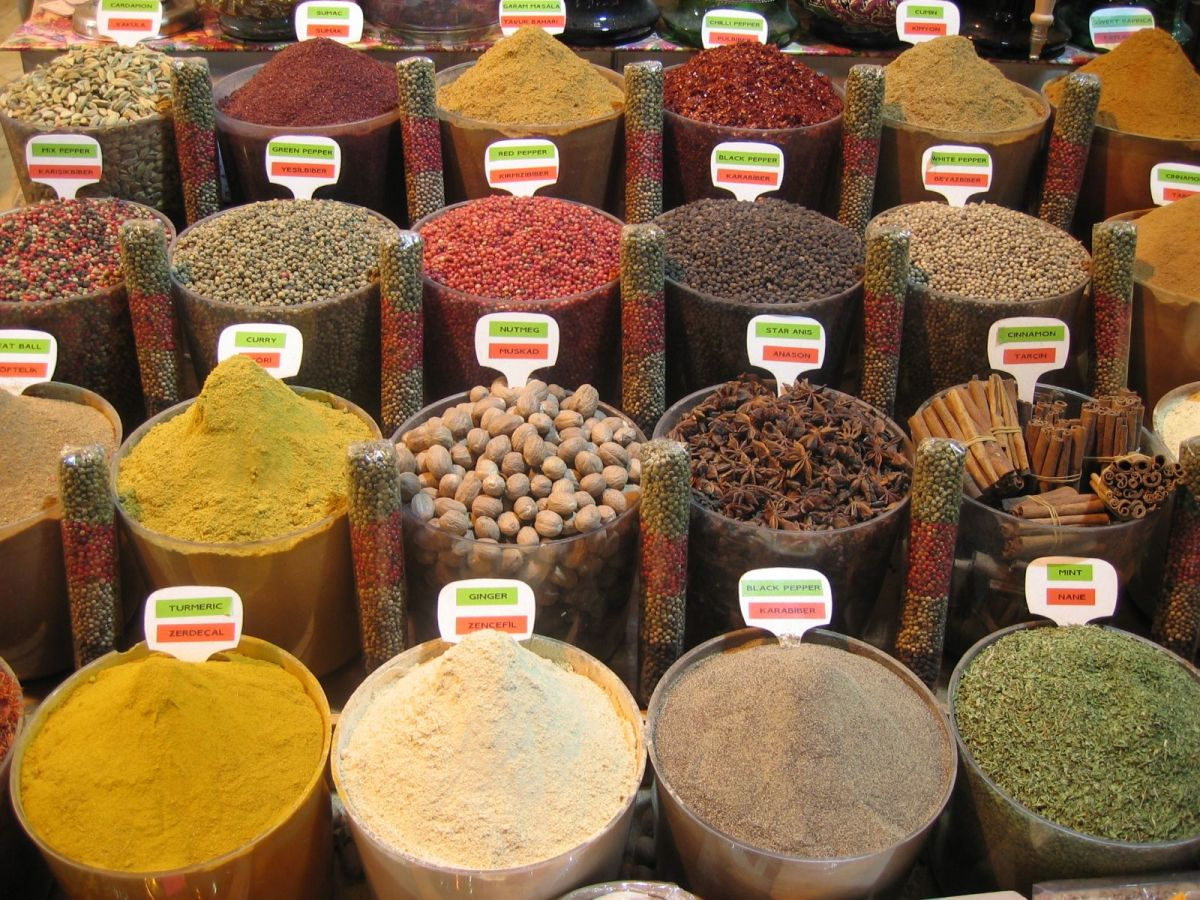 located in one of the buildings that is part of the Yeni Mosque, this spice bazaar is the second largest bazaar in Istanbul.