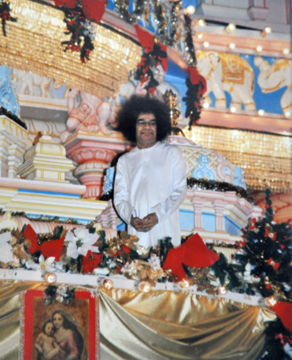 The dignity and divinity with Swami carried Himself in the balcony arouses gasps of joy and sighs of awe!