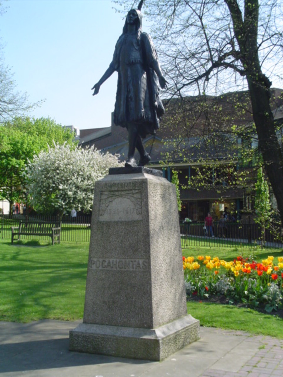 Statue of Pocahontas in St George's churchyard