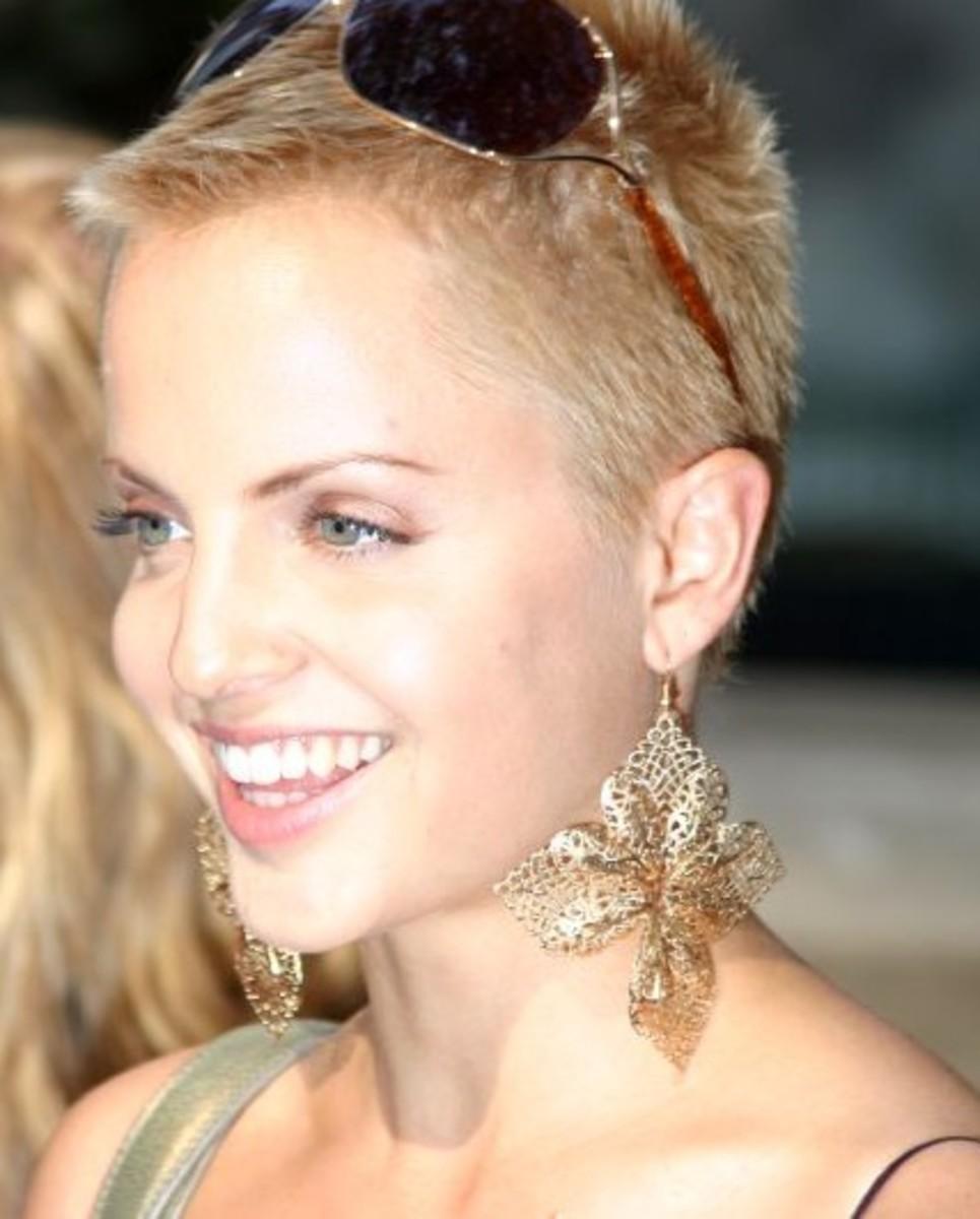 Mena Suvari. Celebrities with High Foreheads.