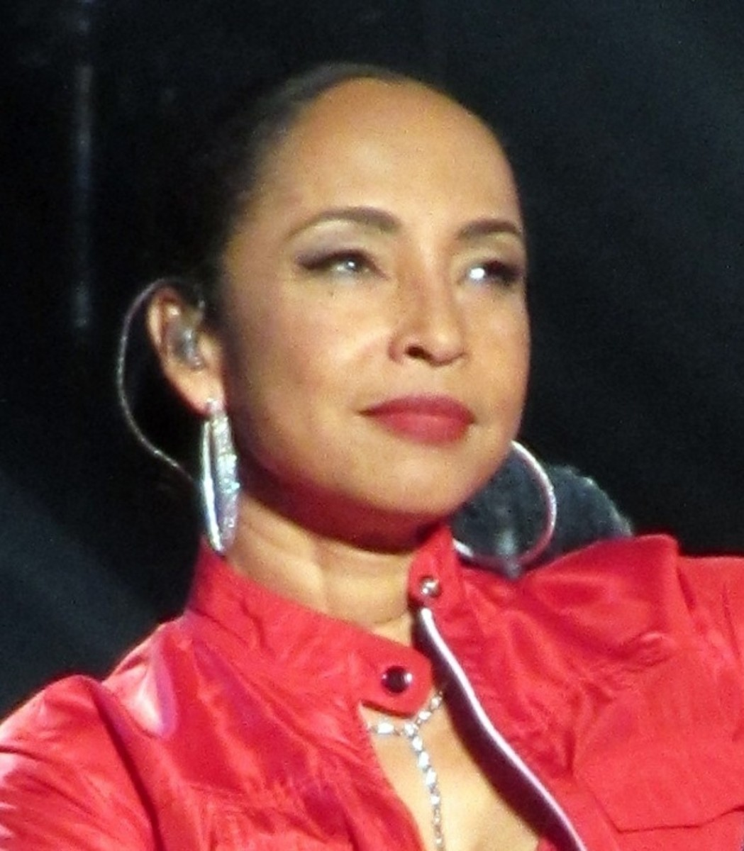 Sade Adu. Celebrities with High Foreheads.