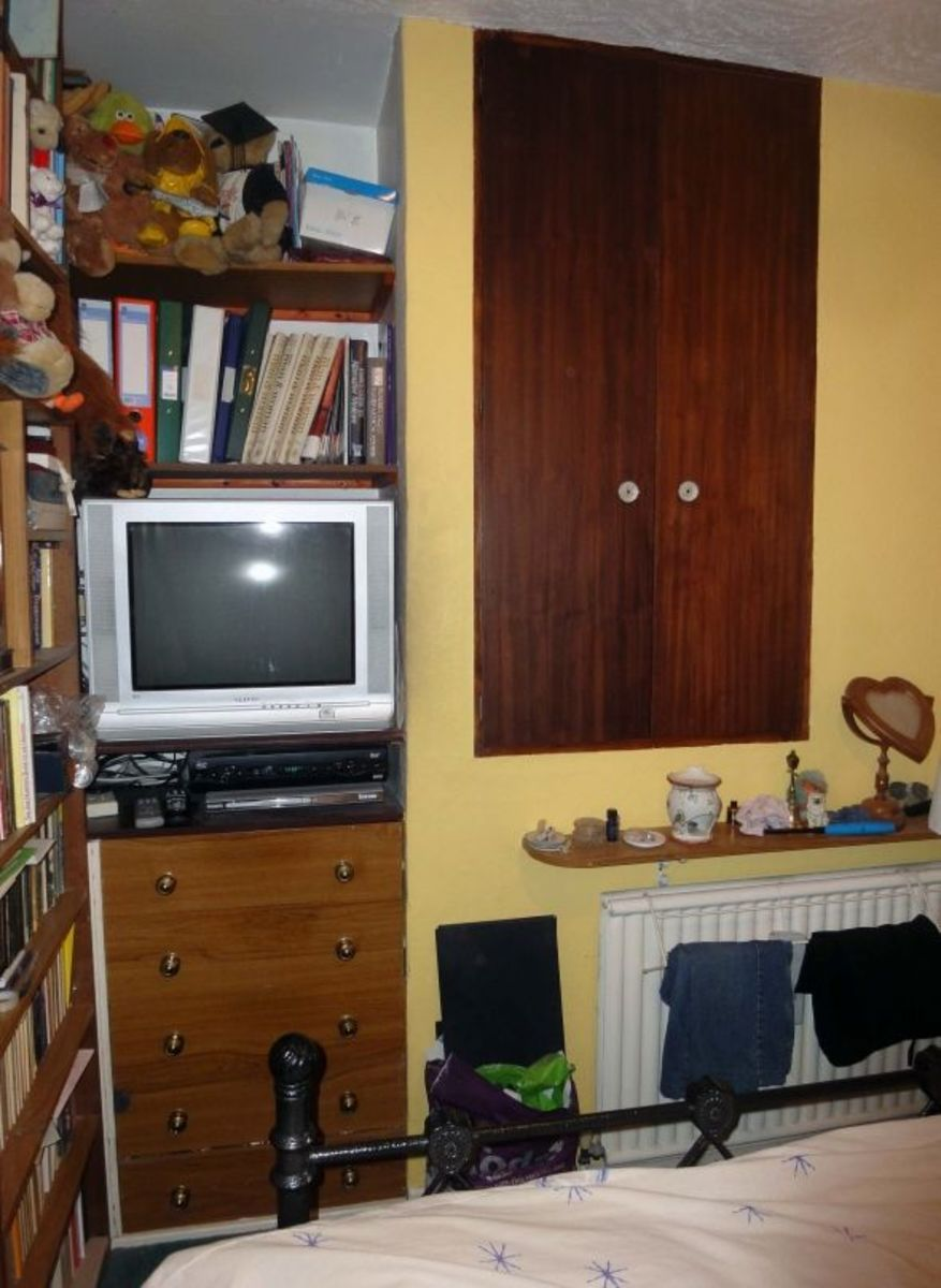 Wall recessed cupboard