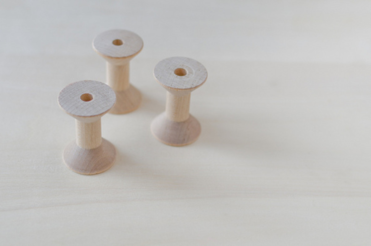 Wooden thread spools come in different sizes and shapes.
