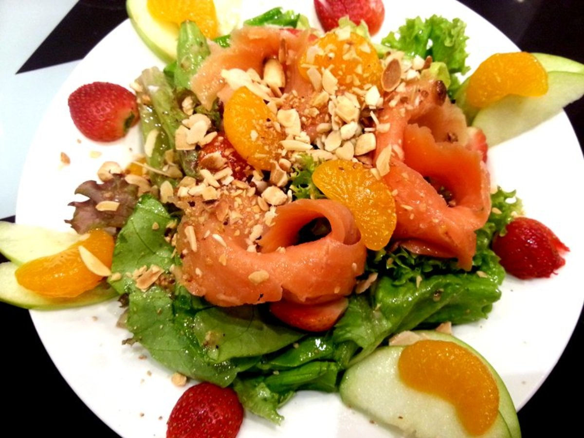 This is a new take on the traditional Yee Sang dish. It has mixed salad with smoke salmon, mandarin oranges, strawberries, green apples and topped with toasted almond flakes, crushed peanut & honey lemon vinaigrette. I had this at a restaurant in KL