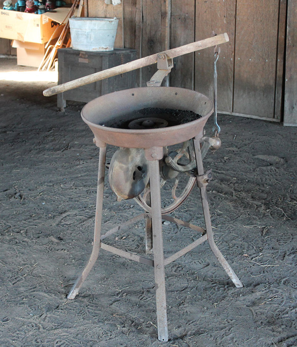 Portable Forge Used on Many Farms and Ranches