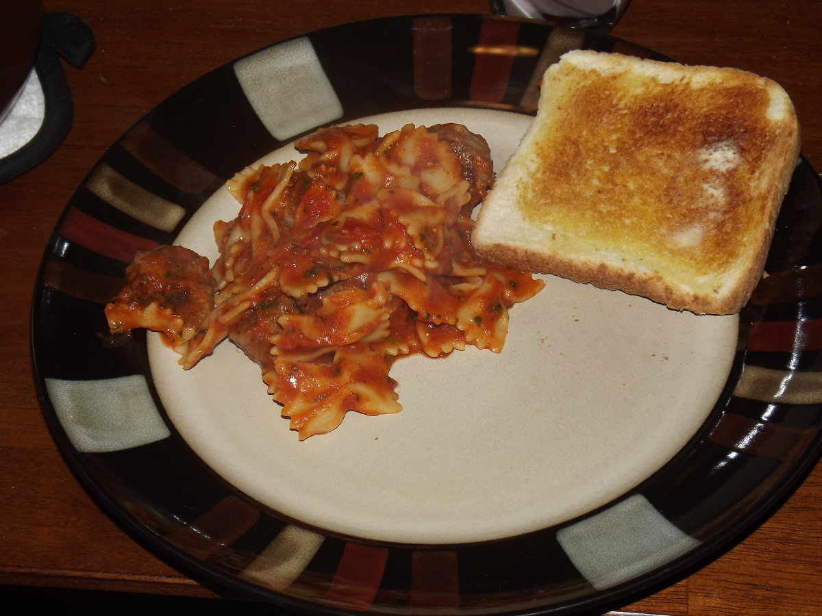 Italian sausage and pasta with garlic toast.