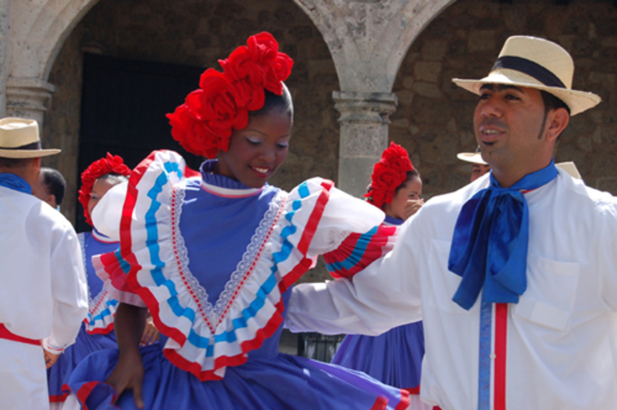 Merengue dancers in front of  a museum in Santo Domingo